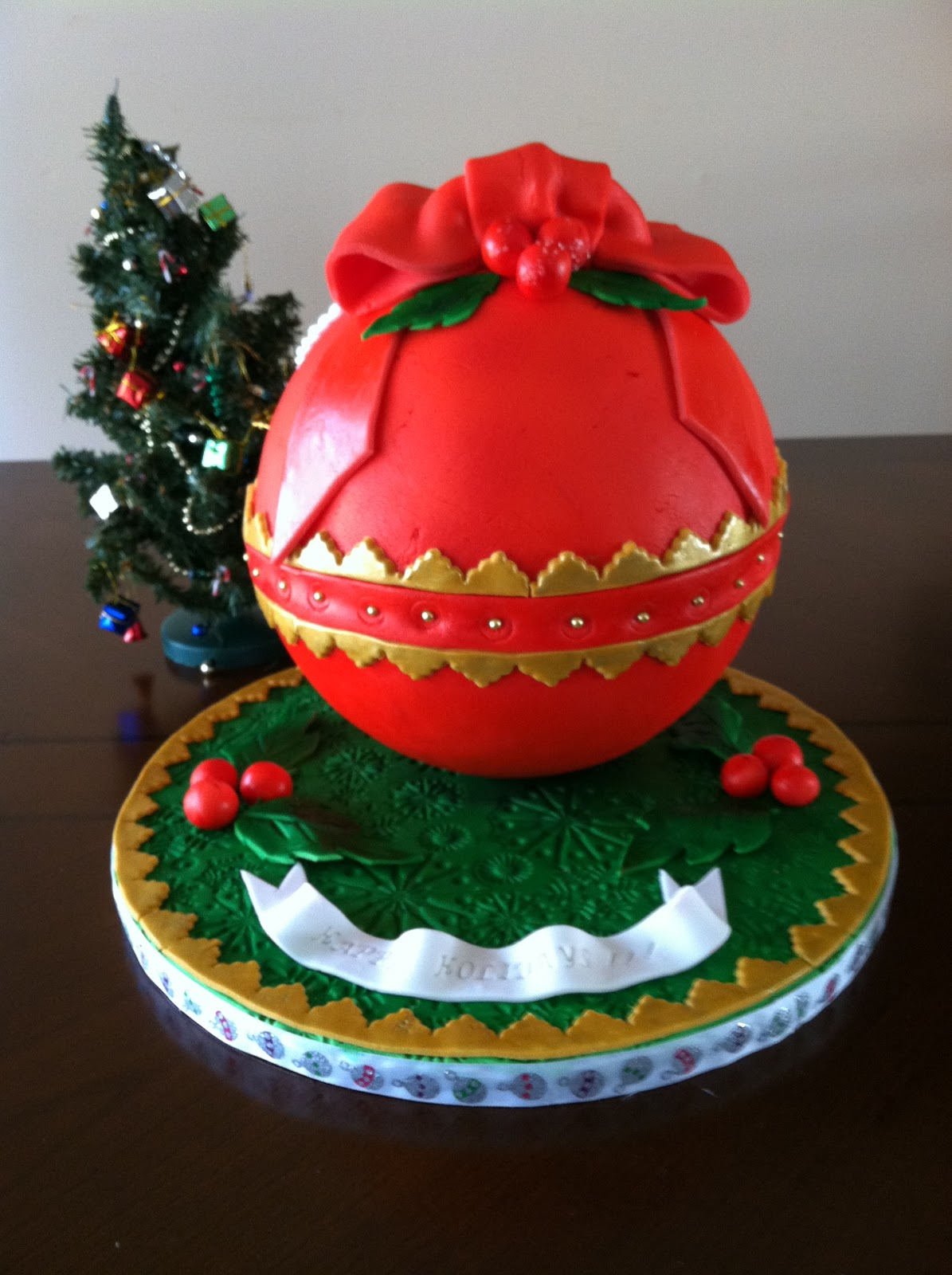 Cakes by Hotkist: Christmas Ball Ornament Cake