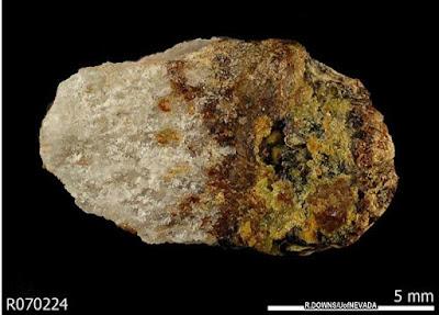 Ilmuwan Membuat Katalog Mineral Langka di Dunia
