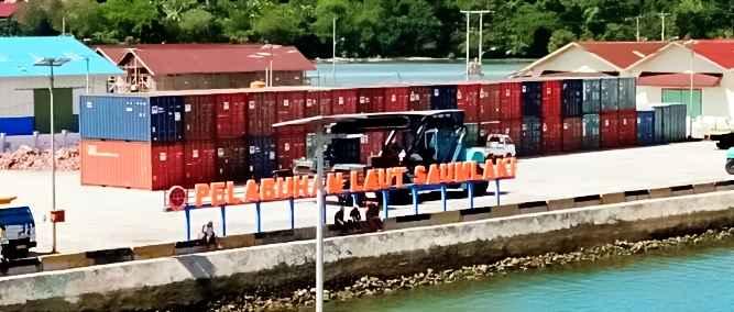Pemerintah Kabupaten Maluku Tenggara Barat (MTB) akan memfungsikan Badan Usaha Milik Daerah (BUMD) untuk mengelola dan mengatur distribusi barang dengan kapal Tol Laut dari Surabaya, guna mengantisipasi praktik monopoli dan distributor nakal.