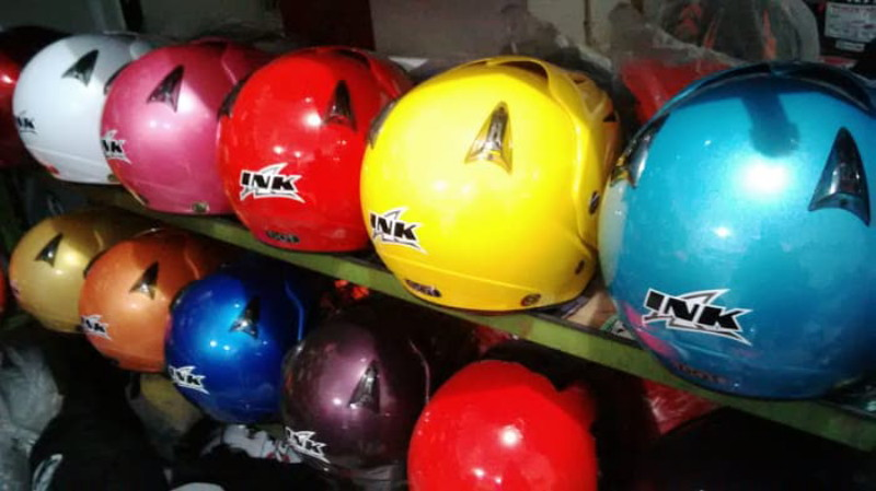 gambar pilihan warna helm ink cx22 title=