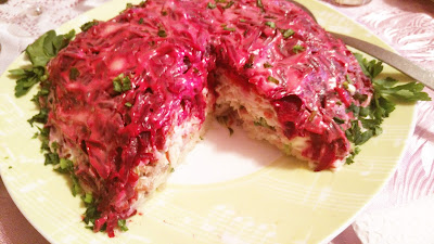 Салат с печенью трески и свеклой