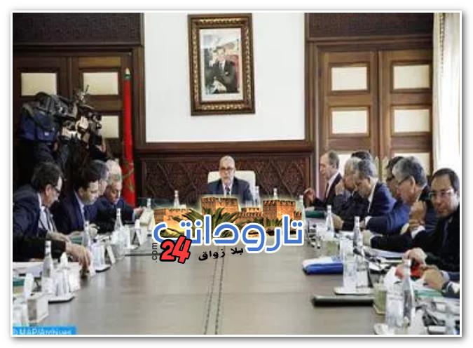 رئيس الحكومة: الحكومة الحالية تقوم بكافة الصلاحيات المخولة لها وليست حكومة تصريف أعمال