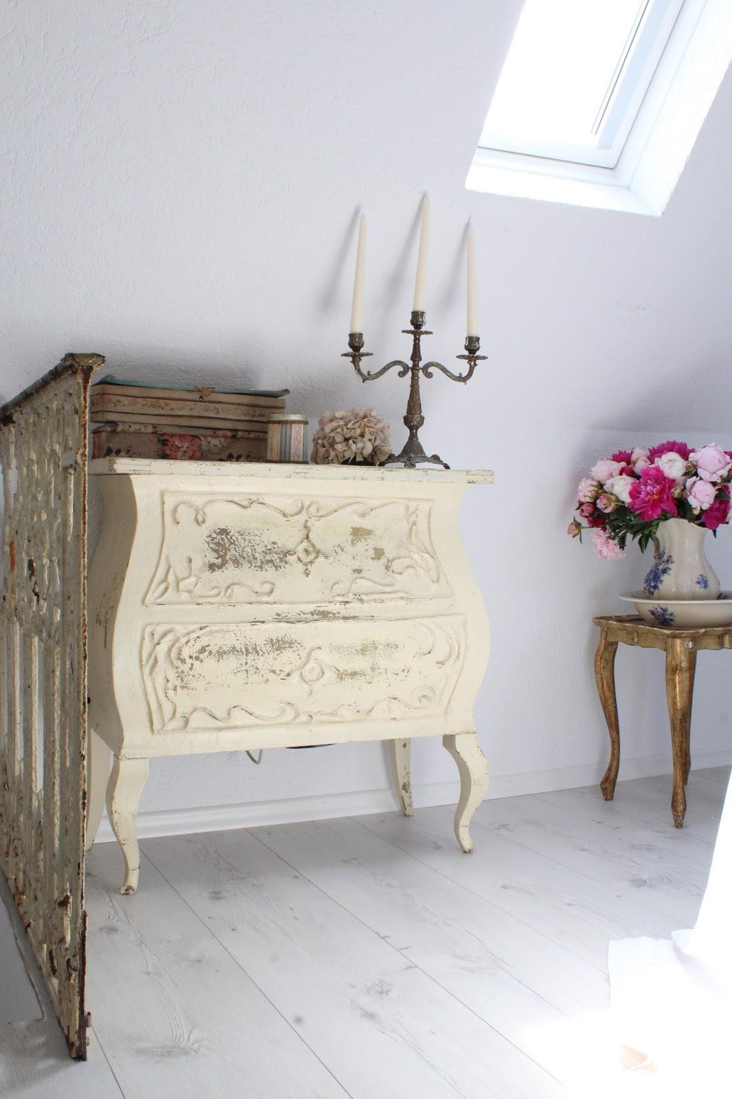 heavens ros cottage ein gel nder f r unser schlafzimmer. Black Bedroom Furniture Sets. Home Design Ideas