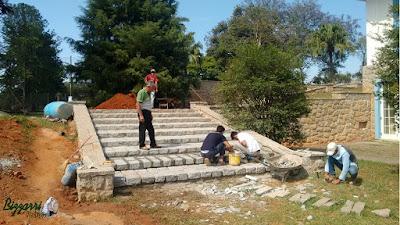 Dia 15 de setembro de 2016, Bizzarri em seda da Fazenda Atibaia-SP, acompanhando na construção da escada de pedra folheta com as muretas de pedra e execução do paisagismo.