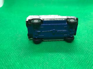 トヨタ メガクルーザー のおんぼろミニカーを底面から撮影
