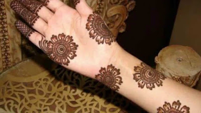 Simple Henna Pattern On Hands