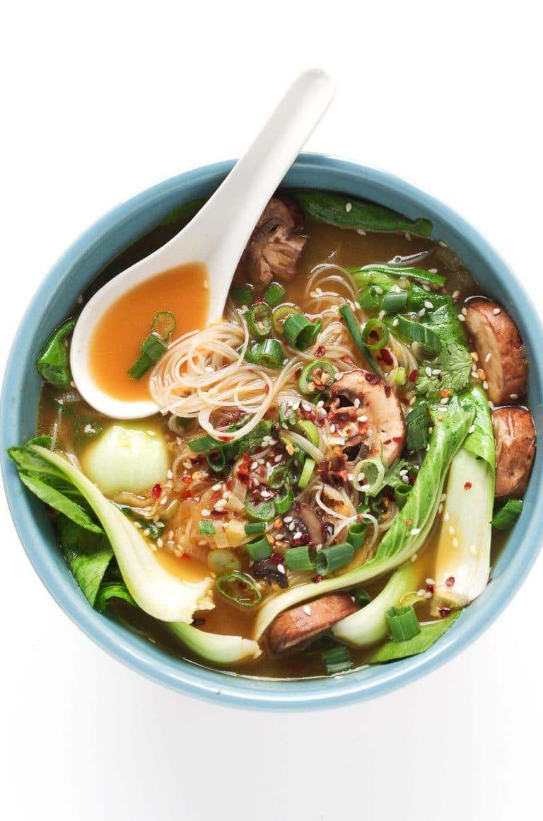 GINGER GARLIC NOODLE SOUP WITH BOK CHOY #noodle #vegetarian