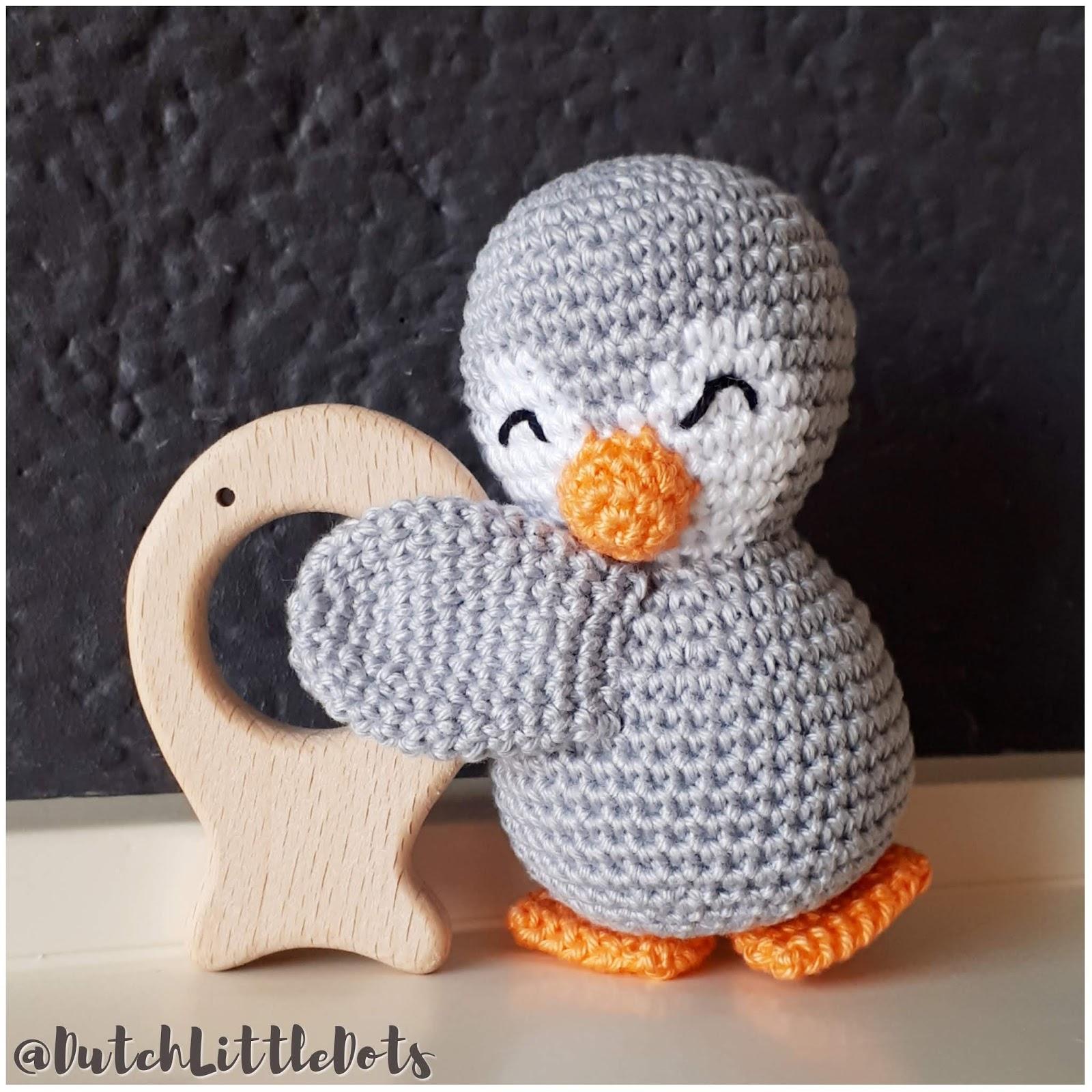 Dutchlittledots Irene Haakt Pinguïn Rammelaar Met Houten Visje
