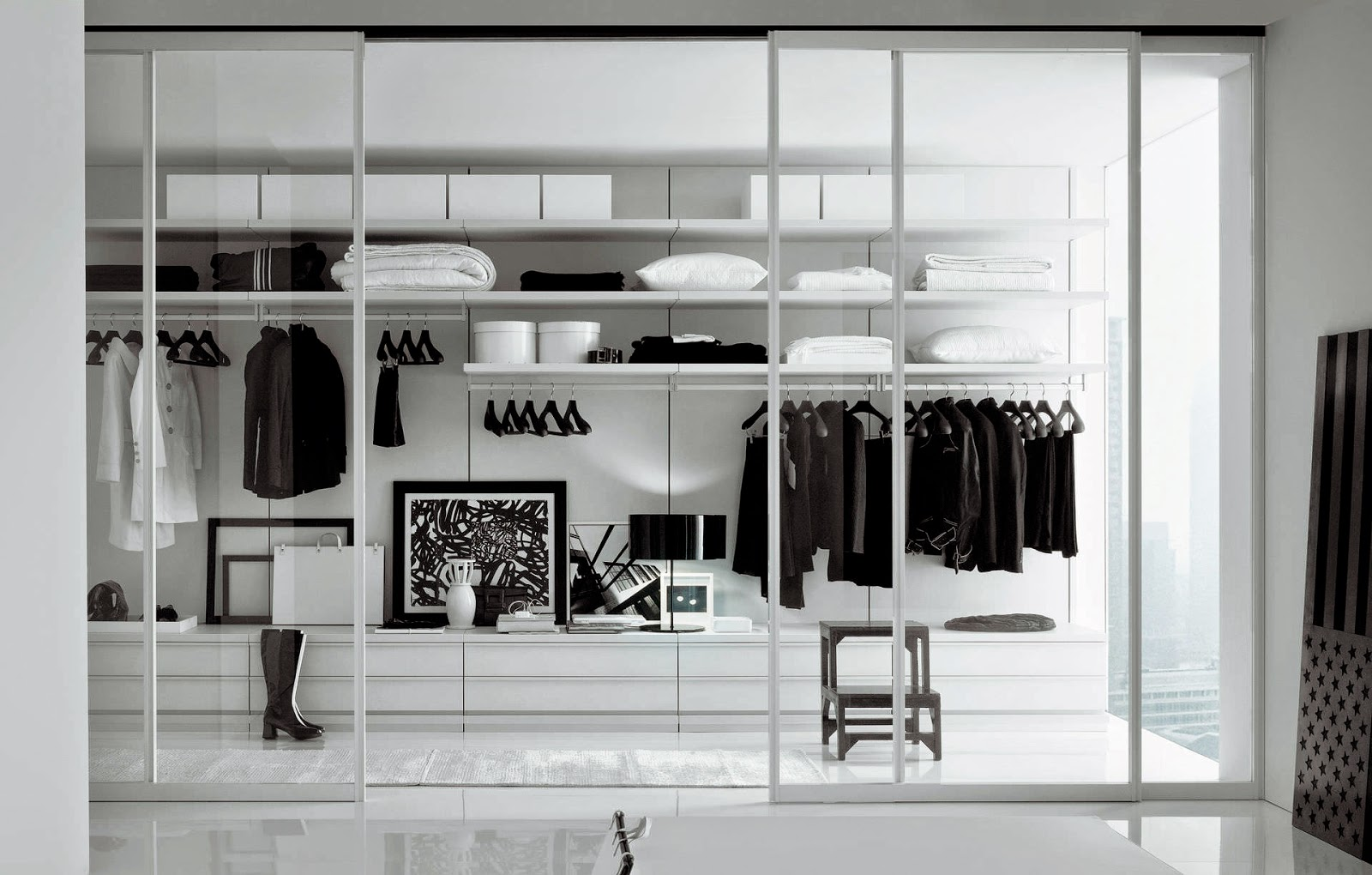 nuestra forma de vestir y a menos que tengamos un armario o vestidor ms grande que nuestro saln comedor tendremos que buscar trucos para aprovechar
