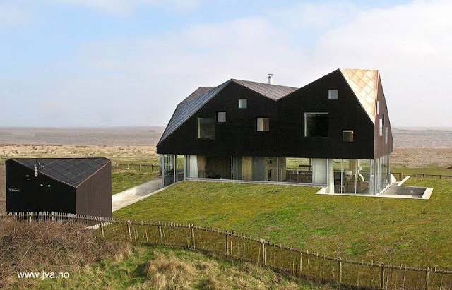Casa de playa moderna sobre duna en Noruega