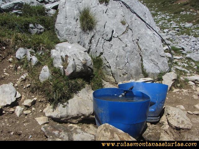 Ruta Peña Castil y Cueva del Hielo: Abrevadero en la canal de Fresnedal