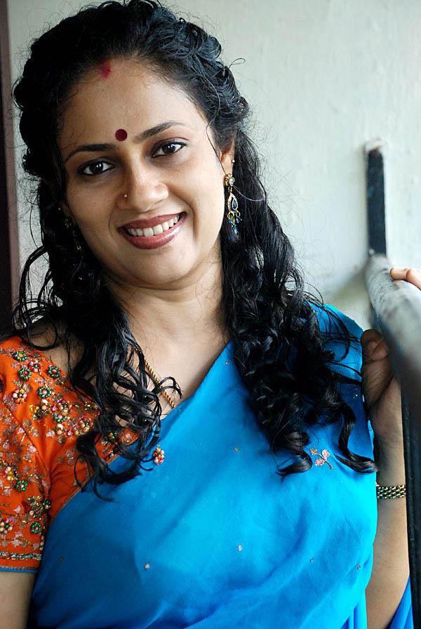 Latest Movies Gallery Aunty Lakshmi Ramakrishnan New Hot Pics-5985