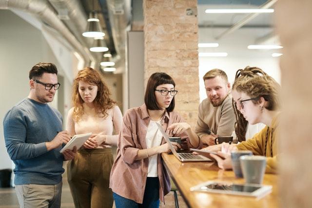 Pengaruh Kelompok Pada Perilaku Komunikasi