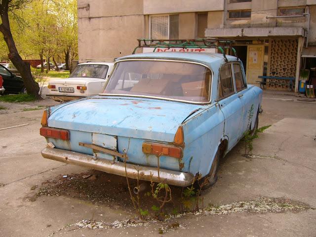 Как убрать со двора брошенный автомобиль?