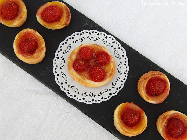 Tartaletas de hojaldre con fresas y naranja
