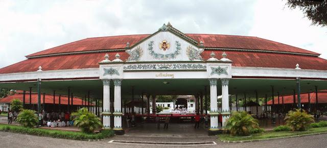 www.tempatnyawisata.com/2016/07/favorit-wisata-keraton-ngayogyakarta.html