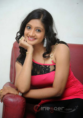 charming Indian women pic, cute Indian house wife pic, India actress pic
