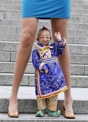 Guinness World Records Worlds Smallest Man Woman With The Worlds