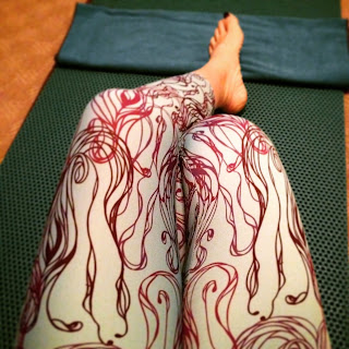 pitcher nouveau leggings on yoga mat