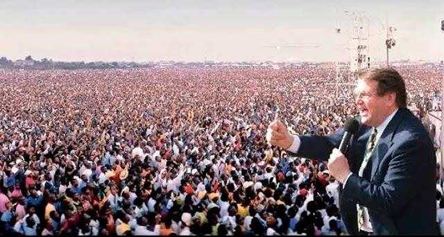 75.913.155. Esta é a quantidade de pessoas que vieram a Jesus através do ministério de Reinhard Bonnke – Reprodução