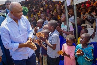 Photos Of Saraki Celebrating With Kids At IDP Camp