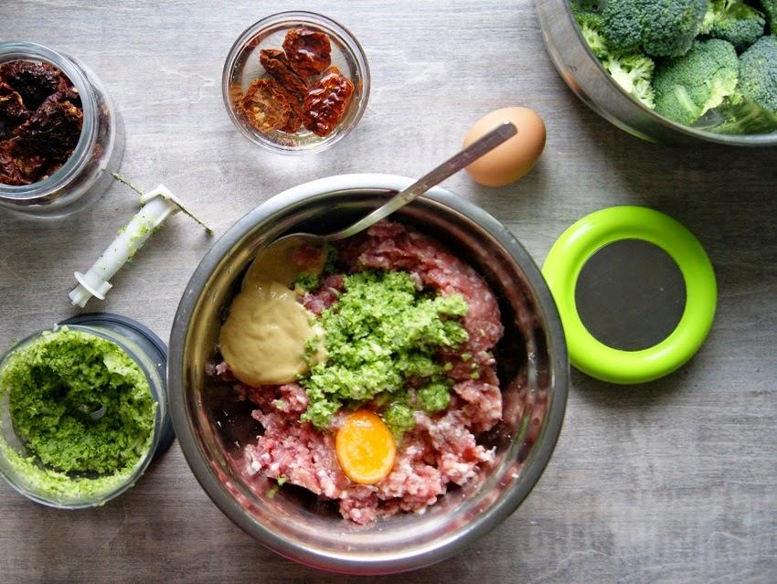 Kotlety mielone z brokułem i suszonymi pomidorami