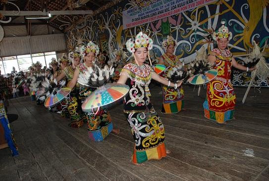 Tari Tradisional Kalimantan Berpasangan