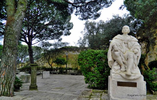 Estátua de D. Afonso Henriques na Praça de Armas do Castelo de São Jorge, Lisboa