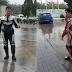 (Foto) 'Nak Mati, Matilah Seorang Dirilah' - Netizen Kecam 2 Bikers Merokok Di Stesen Petronas
