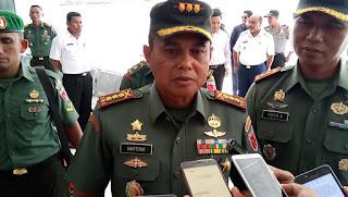 Danrem 151 Binaiya Kolonel Inf Hartono  Didampingi Dandim 1503 Letkol Inf Yoyok  Karyo saat wawancara