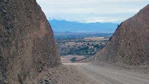 Investigan pagos irregulares en tramo caminero en Tarija