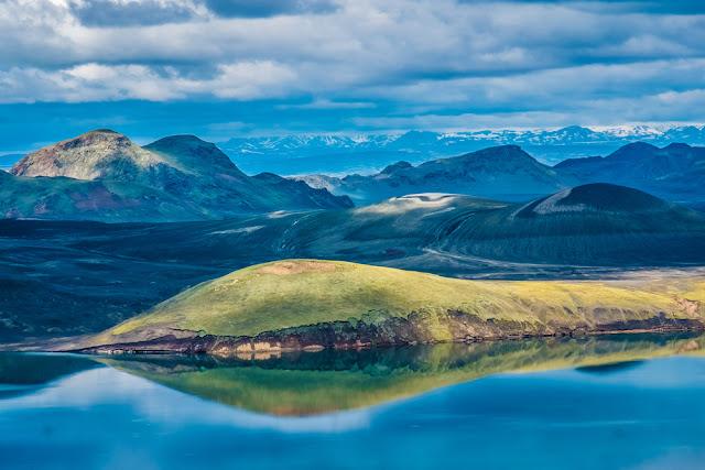 Dramatic view of lake and mountains in Landmannalaugar