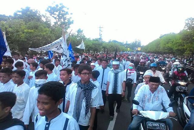 Di Solo, Massa Unjuk Rasa Desak Ibu Jokowi Tegur Anaknya Supaya Berlaku Adil