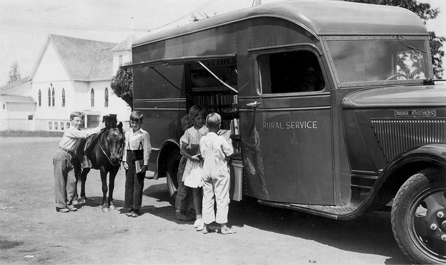 Before Amazon, We Had Bookmobiles 15+ Rare Photos Of Libraries-On-Wheels - Summer Rural Service, 1936