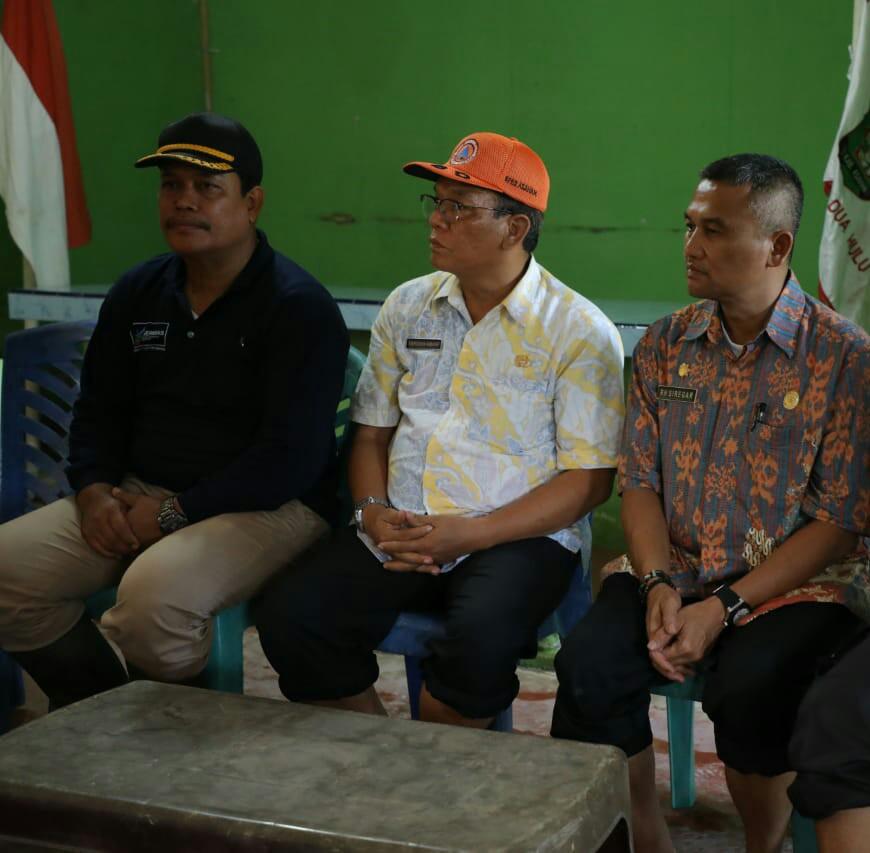 Kadis Infokom Asahan Rahmat Hidayat diacara penyerahan bantuan kepada korban banjir.