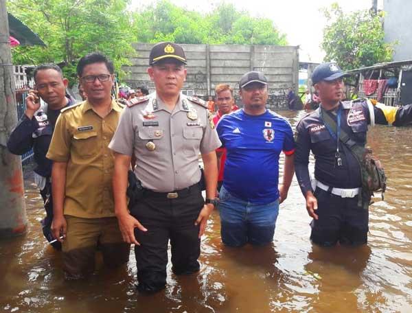 Polsek Tarumajaya Mediasi Pihak Marunda Center & Warga Korban Banjir