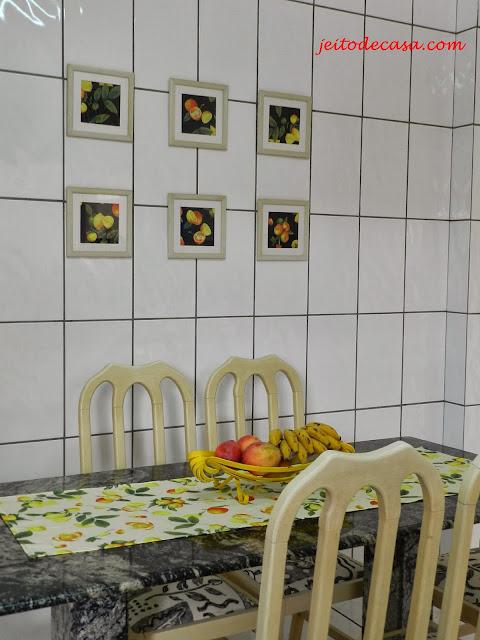 cozinha -com-rejunte-escuro-e-azulejo-branco