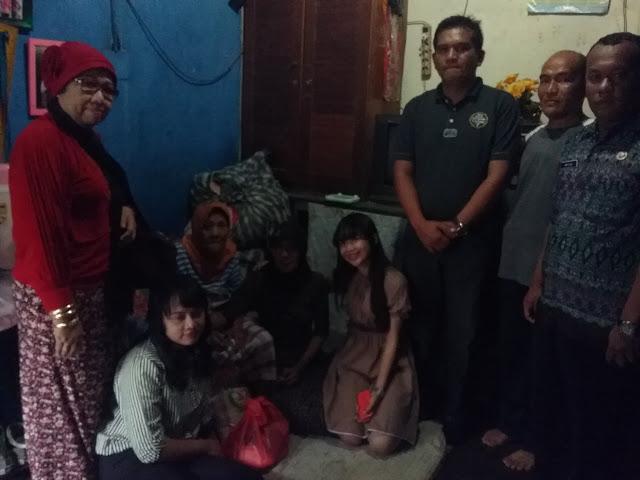 Tim GAS Peduli memberikan Bantuan Berbagi Kasih kepada Suryaningsih Orang tua jompo di kelurahan Pardomuan kecamatan Siantar Timur.