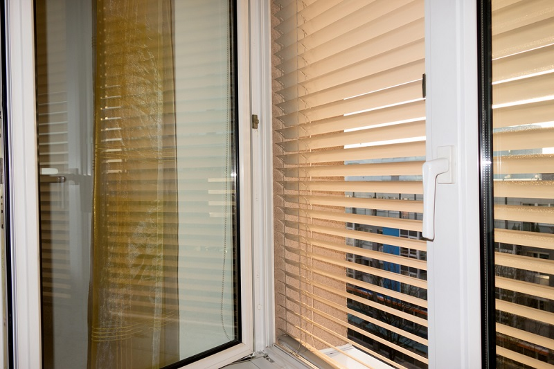 Best quaity for outdoor blinds - Magazine cover