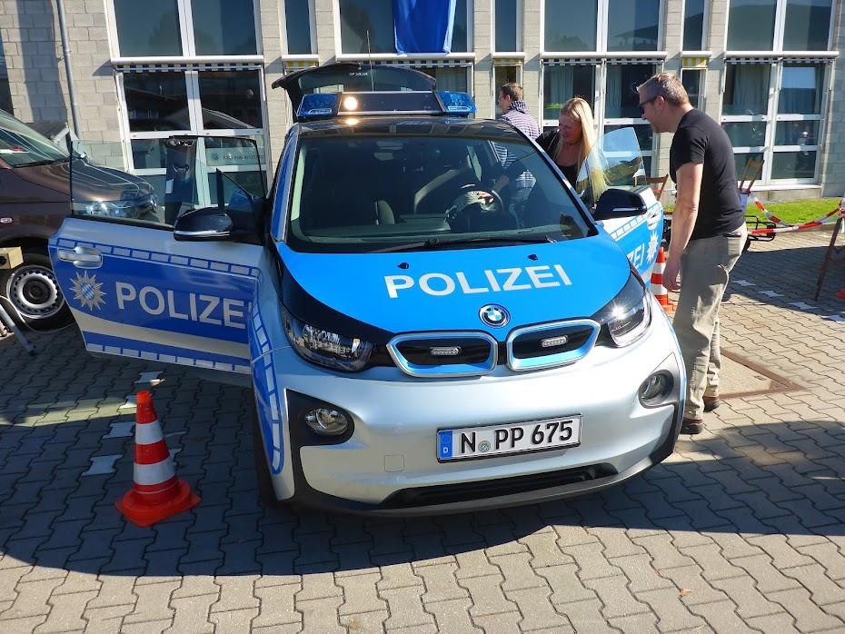 Полицейский, электромобиль, BMW i3