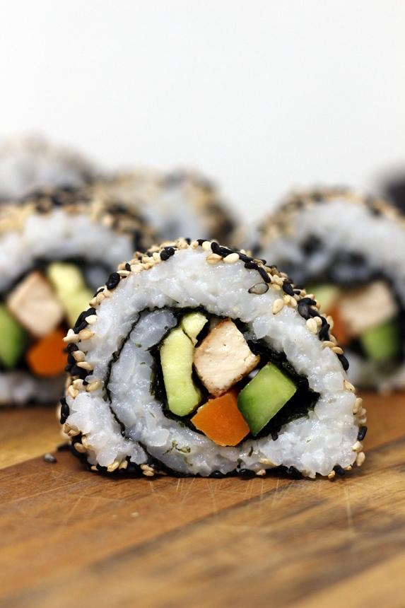 суши урамаки, обърнати рулца със сусам