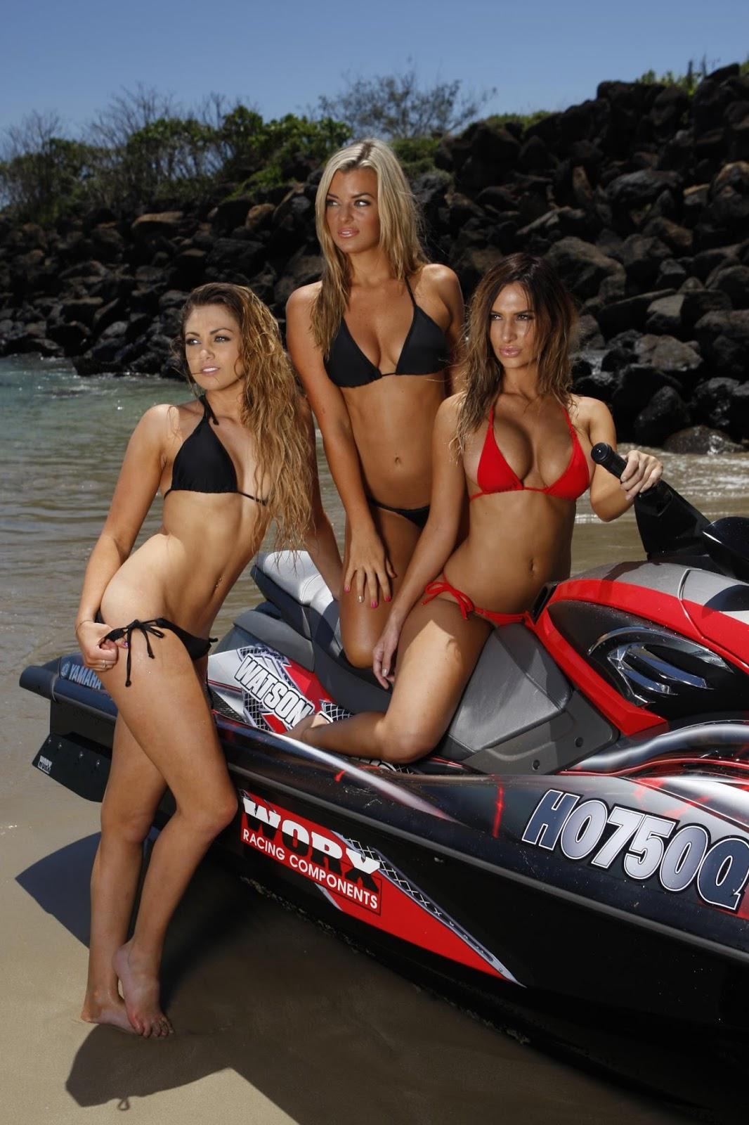 Mulher em Jet Ski, Gostosas de Jet Ski, Dupla de Gostosas de Jet SkiWoman on the PWC, the Sexy on the Jet Ski, babe om water bike,Sexy Motorcycle, two girls in jet ski