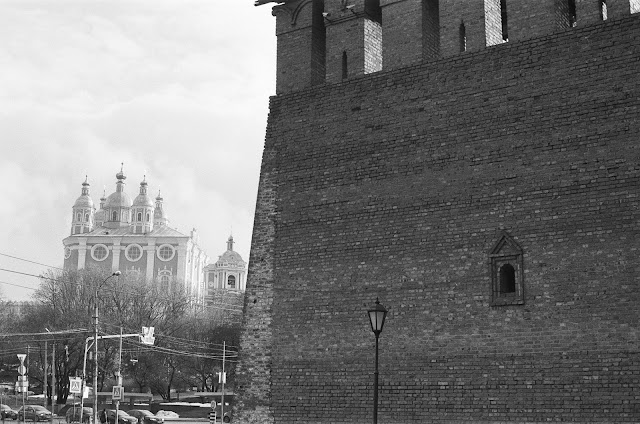 Фотография Смоленска. Успенский собор в Смоленске и часть крепостной стены