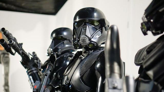 Pasukan Star Wars berwarna hitam