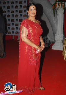 Mona Ambegaonkar berperan sebagai Kalyani Jha