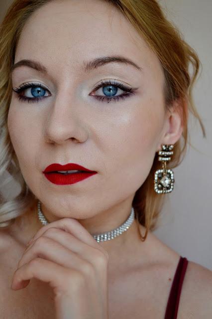 Makijaż klasyczny, czerwone usta, makijaż, Golden rose na ustach, golden rose longstay liquid matte lipstick, najlepsze czerwone szminki, makijaż do niebieskich oczu