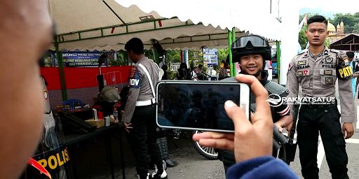 Kece! Anak Millenial Toraja Berlomba Gunakan Perlengkapan Polisi di Pameran MRSF 2019