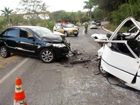 Sanjoanense fica ferido após bater de frente com carro em Andradas(MG)