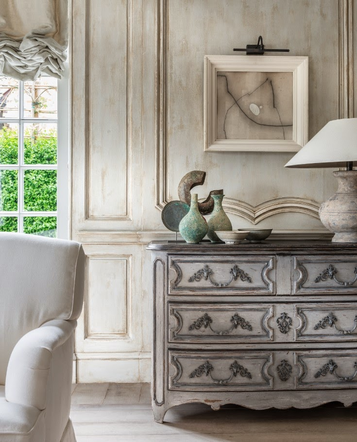 Luxurious bespoke wood paneling on a wall in Greet Lefevre's Belgian home. Belgian style furniture and interior design.#belgianpearls #belgianstyle #belgiandesign #europeancountry #belgianlinen #belgianfurniture