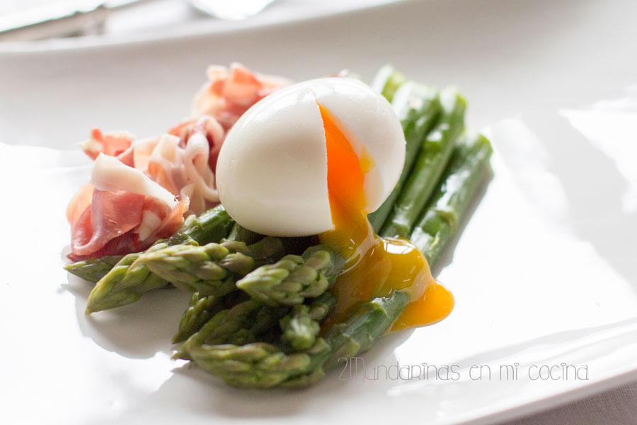 como preparar esparragos verdes con huevos mollets perfectos
